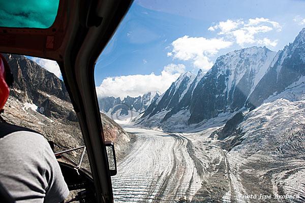 le glacier glisse vers la vallée
