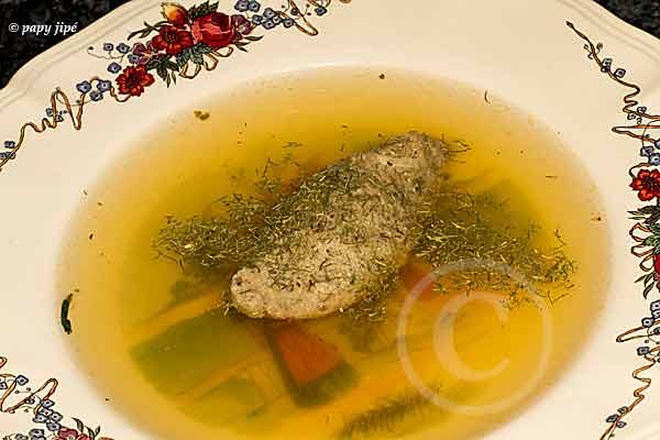 grosse quenelle servie en potage